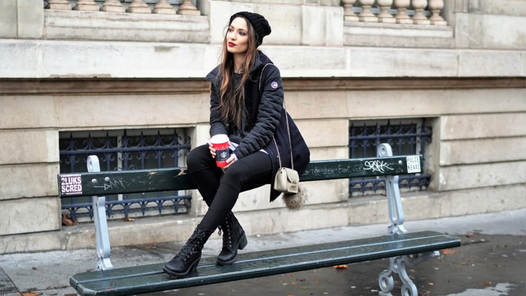 How can fashion bloggers stand for cold with their outfits?